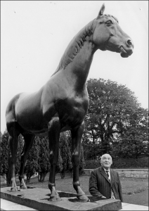 His statue when it was in Snailwell Road being admired by Tommy Weston in the 1980s